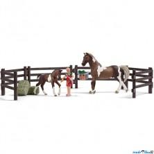 Schleich - Jezdecký klub, Krmení koní s příslušenstvím