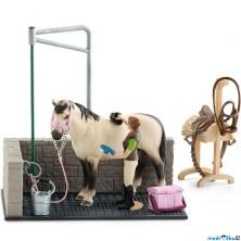 Schleich - Jezdecký klub, Mycí kout pro koně s příslušenstvím